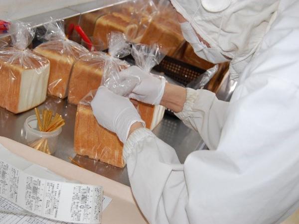 パン仕分け作業風景